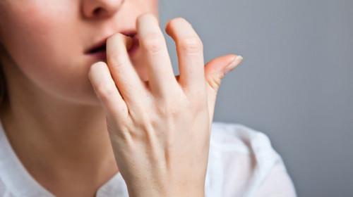 Cắn móng tay gây hại như thế nào?