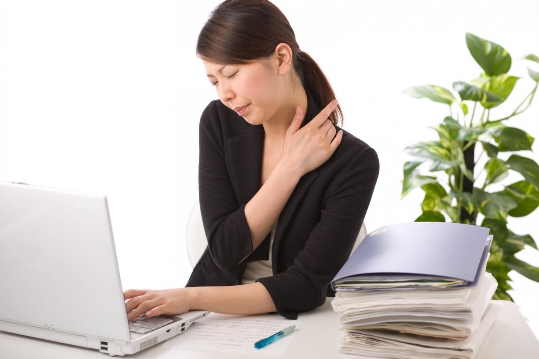 Cách xoa bóp bấm huyệt chữa đau vai gáy
